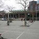 waarom staan er fietsen op het stationsplein in Enschede