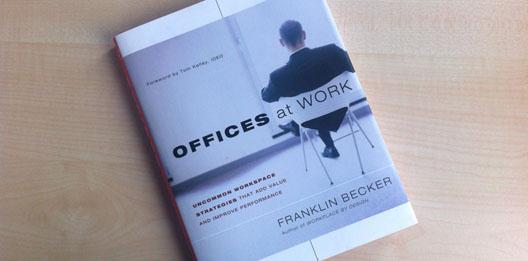 boek over het effect van kantoren op gedrag van medewerkers