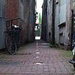 helpt verlichting om mensen door smalle steegjes te laten lopen