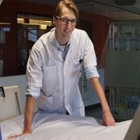 Laurens Reinke onderzoekt hoe goed IC patiënten slapen