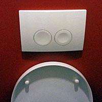 Figuur - welke knop is voor veel of weinig water? De grote of de dikke?