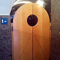 Figuur - Klapdeurtjes naar de WC