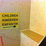 Figuur - verhoging bij WC.