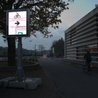 Informatieborden helpen fietsers een fietsenstalling te vinden.