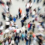 Waarom ervaren we stress als er te veel mensen om ons heen zijn?