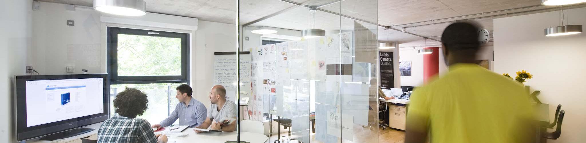 Hoe stel je de kenniswerker centraal in het ontwerp van een kantoor omgevingspsycholoog - Decoreren van een professioneel kantoor ...